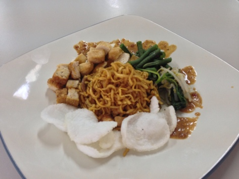 Mie Goreng w/ Trimmings